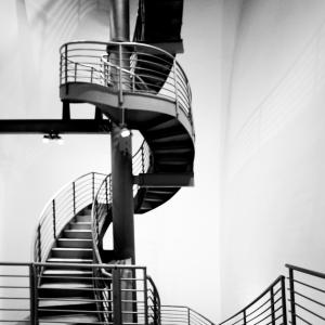 33-ARTCHI-STAIRS20170805-BILBAO-MUSEE-GUGGHENEIM